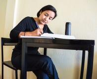 Escritura hispánica de la mujer Fotos de archivo