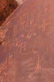 Escritura india del nativo americano en roca Foto de archivo libre de regalías