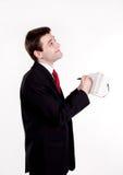 Escritura joven del hombre de negocios algo en cuaderno Foto de archivo