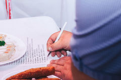 Escritura masculina de la mano Foto de archivo libre de regalías