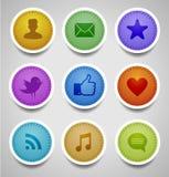 Escrituras de la etiqueta cosidas con los iconos sociales del Web Foto de archivo