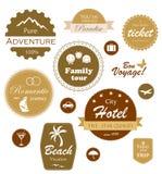 Escrituras de la etiqueta del recorrido y de las vacaciones, divisas y emblemas Imagenes de archivo