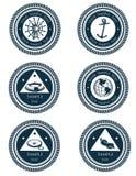 Escrituras de la etiqueta náuticas con símbolos marinas Fotos de archivo