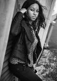 Escroc de écoute de relaxation de divertissement de media de musique de femme africaine images stock