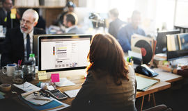 Escroquerie en ligne travaillante de communication de bureau de service client de soutien Image stock