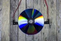 Escucha la música del disco cd, concepto de la tecnología Foto de archivo
