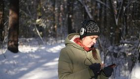 Escuche la música y baile en el bosque metrajes