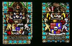 Escudo de armas de baronesa Antony Sermage y Baron Levin Rauch, vitral en la catedral de Zagreb fotografía de archivo