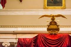 Escudo de armas de oro primer Congre de Eagle Spread Wings American los E.E.U.U. Fotografía de archivo