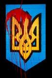 Escudo de armas de Ucrania en la sangre Foto de archivo libre de regalías