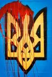 Escudo de armas de Ucrania en la sangre Fotografía de archivo