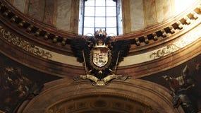 Escudo de armas imperial en el palacio imperial Hofburg en Viena foto de archivo