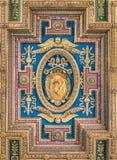 Escudo de armas de papa Gregorio XIII en el techo de la basílica de Santa Maria en Ara Coeli, en Roma, Italia Fotografía de archivo libre de regalías