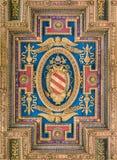 Escudo de armas de papa Pío V en el techo de la basílica de Santa Maria en Ara Coeli, en Roma, Italia Fotos de archivo libres de regalías