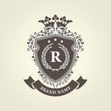 Escudo de armas real medieval - escudo con la corona Fotografía de archivo