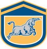 Escudo de carga de Bull que ataca retro Imagen de archivo libre de regalías
