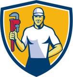 Escudo de Holding Monkey Wrench del fontanero retro libre illustration