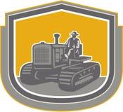 Escudo de la granja de Driving Tractor Plowing del granjero retro libre illustration