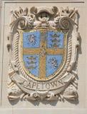 Escudo del mosaico de la ciudad de puerto renombrada Cape Town en la fachada de las líneas pacíficas construcción de Estados Unid Foto de archivo libre de regalías
