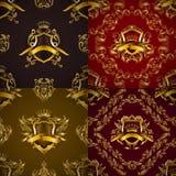 Escudo real de oro con los elementos florales Fotos de archivo