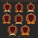 Escudos, guirnaldas del laurel y cintas stock de ilustración