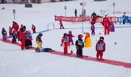 Escuela del esquí de los niños Imagen de archivo
