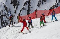 Escuela del esquí para los niños en el Tyrol, Austria, 2015 Foto de archivo libre de regalías
