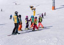 Escuela del esquí para los niños en Solden, Austria Fotos de archivo libres de regalías