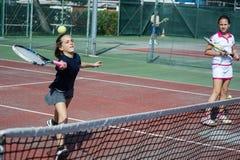 Escuela del tenis al aire libre Foto de archivo libre de regalías