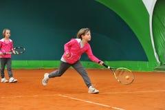 Escuela del tenis interior fotografía de archivo libre de regalías