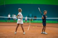 Escuela del tenis interior fotos de archivo libres de regalías