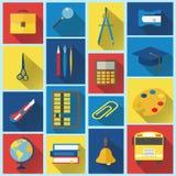 Escuela e iconos planos de la educación con la sombra larga Imagen de archivo