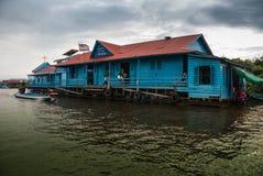 Escuela flotante - savia de Tonle, Camboya Fotografía de archivo