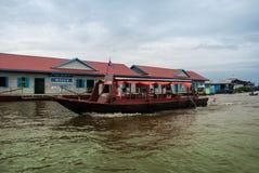 Escuela flotante - savia de Tonle, Camboya Imagen de archivo