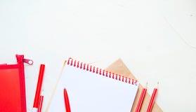 Escuela o materiales de oficina Concepto del estudio o del negocio Endecha plana imagen de archivo libre de regalías