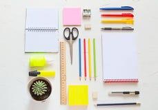 Escuela o materiales de oficina Concepto del estudio o del negocio Endecha plana imágenes de archivo libres de regalías
