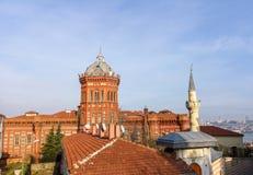 Escuela roja de la escuela secundaria griega de Fener fotos de archivo libres de regalías