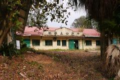 Escuela vieja abandonada Imagenes de archivo