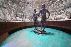 Esculpa Adán y a Eva creados por Zurab Tsereteli Foto de archivo libre de regalías