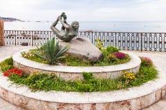 Esculpa L ` Arco en la costa en Giardini-Naxos Fotos de archivo