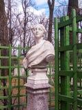 Esculpa la escultura de la alegoría de la primavera en el verano del parque Imágenes de archivo libres de regalías