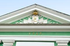 Esculpa los elementos de las puertas de Neva en Peter y Paul Fortress en St Petersburg, Rusia - visión desde el exterior Fotos de archivo libres de regalías
