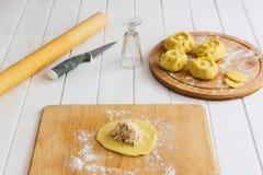 Esculpir o conceito do kurniki das tortas do russo Imagem de Stock Royalty Free