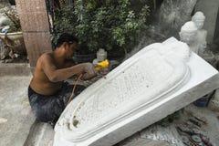 Escultor en Myanmar Imagen de archivo libre de regalías