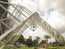 Escultura Abra Solar Alejandro Otero Plaza Venezuela de Venezuela Caracas imagenes de archivo