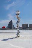 Escultura abstracta del escultor británico Tony Cragg en Haydar Aliy Imagen de archivo libre de regalías