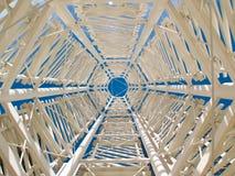 Escultura abstrata da torre Imagens de Stock Royalty Free