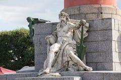 Escultura alegórica do rio de Dnieper na base da coluna rostral em St Petersburg Imagens de Stock Royalty Free