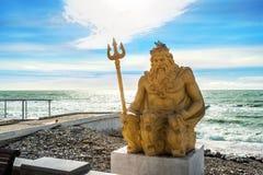 Escultura amarela de Netuno Fotos de Stock Royalty Free