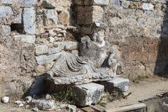 Escultura antiga no local arqueológico de Miletus em Turquia imagens de stock